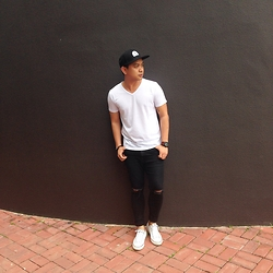 DADA FAB - Billabong Snapback, Zara V Neck Shirt, Pull & Bear Skinny Jeans, Converse White Chucks, Fossil Leather Watch - White over Black