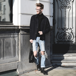 Martin Bonke - H&M Roll Neck, H&M Oversized Jacket, River Island Ripped Jeans, Steve Madden Tote Bag, Steve Madden Black Boots - Into the Blue.