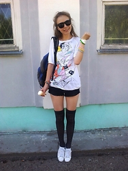 Lexa - Reebok Sneakers, Reserved Knee Socks, Cropp Town T Shirt, H&M Sunglasses - 48. Summer