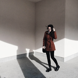 Anna Litichenko - Pull & Bear Boots - Brownie