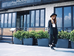 Una Yeung - Uniqlo White T Shirt, Blazer Jacket, Vivaladiva Cropped Pants, Steve Madden Oxford Shoes, H&M Black Hat - SMART CASUAL