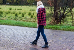 Annora - Choies Checked Shirt, Skinny Jeans, Topshop Black Boots, Unknown Knitted Scarf - Checked and boots