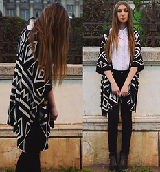 Andreea Miclăuş - Oasap Boho Print Cardigan, H&M Leather Boots, Bershka Black Skinny Jeans - November wind in black & white