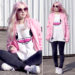 Kayla Hadlington - Dolls Kill Pink Jacket, So Happy Jumper, Asos Flatforms, In The Style Jeans, Miu Sunglasses - SO SO HAPPY