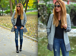 Martina Manolcheva - Moschino Sunglasses, H&M Coat, Zara Jeans - Casual In The Park