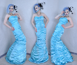 Suzi West - Caché Epic Mermaid Evening Gown - 31 October 2015