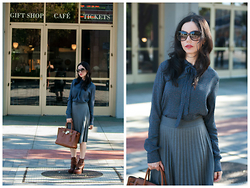 Lisa Valerie Morgan - Michael Kors Bag, Gucci Sunglasses, Tommy Hilfiger Blouse - Classic Fall Blouse