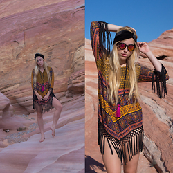 Jordan Rose - Raga On The Horizon Tunic, I'm With The Band Ozzy Turban, Jeanne Verger 108 Mala, Freyrs Wilmet Sunglasses - // valley of fire //