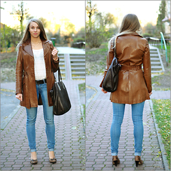 Klaudia - Orsay Leather Coat, Mania Brown Bag, Reserved Cotton Top, Adriatica Gold Bracelet Watch, H&M Skinny Jeans, Solo Femme High Heels, Levi's® Leather Belt, Apart Gold Chain - Camel leather coat and jeans