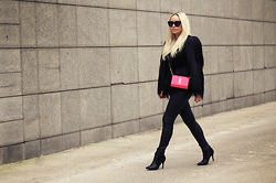 Olga Oliwye Soukupova - Helmut Lang Black Leather Leggings, Orsay Black Leather Ankle Boots, Saint Laurent Yves Paris Pop Color Neon Pink Monogramme Bag - NEON YSL