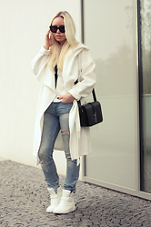 Olga Oliwye Soukupova - H&M White Oversized Coat, Saint Laurent Yves Paris Université Monogramme Black Bag, Céline Audrey Black Oversized Sunglasses - RIPPED