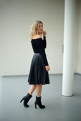 Yasmin Ooteman - H&M Top, Topshop Skirt, Calvin Klein Shoes - All Black Everything