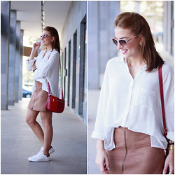Carolina González Toledo - Lefties Blouse, Lefties Skirt, Primark Bag, Lefties Sneakers - Ante & Sneakers