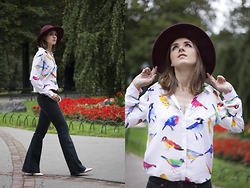 Tiger in the Flowers - Levi's® Flair Trousers, Mohito Shirt With Birds Motives, Promod Hat - 70s vibe
