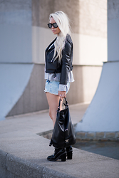 Olga Oliwye Soukupova - Zara Black Leather Moto Biker Jacket, Chanel Runway Logo Black Chain Boots - GREY AND DENIM