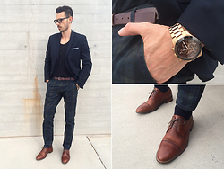 Phillip Istomin - H&M Blazer, Nordstrom Pocket Square, Zara T Shirt, Marc By Jacobs Belt, Dockers Pants, Cole Haan Shoes, Nordstrom Glasses, Michael Kors Watch - Sunday at the museum