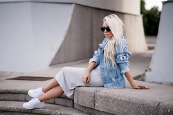Olga Oliwye Soukupova - Misbhv Distressed Denim Blue Logo Jacket, Freyrs Sunglasses - MISBHV