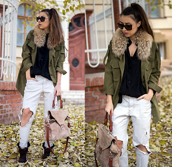 LAURA Charaba -  - Army style