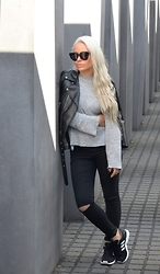 Olga Oliwye Soukupova - Céline Audrey Black Oversized Sunglasses, Zara Black Leather Biker Moto Jacket, Adidas Footshop Black 3 Stripes Zx Flux Sneakers - BERLIN