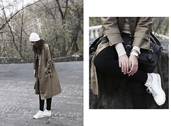 Anna Litichenko - River Island Coat, Reebok Sneakers - The warmest trench coat!