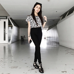 Yumi Yupangco - Online Shop Black Sunnies, H&M Mickey Mouse Crop Top, H&M Black High Waisted Jeggings, Ampersoles Black Chunky Heels - The mouse girl