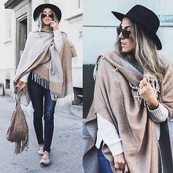 Alison Liaudat - Manidou Poncho, Levis 701 Denim, Soft Grey Fringed Bahs, Steve Madden Lace Up Flats - Beige and grey.