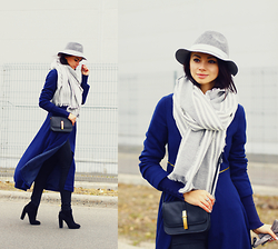 Anna Mour ♥ - Dealsale Navy Long Zip Of Coat - Jacket or Coat?