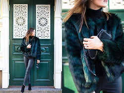 Kaisa - -  - That green fake fur