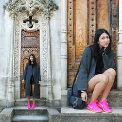 Bruna Morale - Style Moi Overcoat, Primark Purse, Nike Sneakers - Take me to church