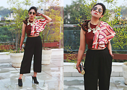 Surbhi Suri - Qbik Cape Blouse, Koovs Culottes, Pinkbasis Mules, Wildflower Necklace, Ray Ban Aviators - Crop Cape