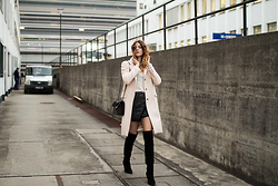 Alix M - Chanel Crossbody, Zara Coat, Tom Tailor Skirt - OOTD: Black suede Overknees with a pointy toe