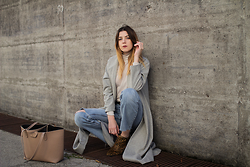 Alix M - Patrizia Pepe Tote - OOTD: Cut-off girlfriend Jeans