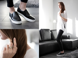 Lorietta.cz - H&M Side Split T Shirt, Black And White Slip Ons, Chunky Gold Rings - Comfy Slip-On Sneakers