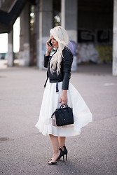 Olga Oliwye Soukupova - Zara Faux Leather Black Moto Biker Zipper Jacket, Vintage White Sheer Midi Skirt, Céline Mini Luggage Black Silver Bag, Zara Choker High Heels - TEARS FOR HEELS