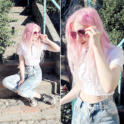 Kayla Hadlington - Diy Bleached Jeans, Crop Top, Converse, Miu Sunglasses - PORTMEIRION OUTFIT NO.3