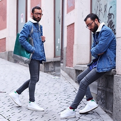 David Fernandez - Cutler And Gross Glasses, Pull & Bear Vest, H&M Jeans, Adidas Sneakers, H&M Shirt, Freitag Bag - Hipster mood