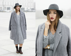 Dominique B. - Marc Aurel Coat, Loevenich Hat - All grey