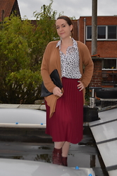 Sarah M - H&M Open Sweater, Primark Blouse, Aliexpress Clutch, Think Twice Skirt, Pikolinos Boots - Dots & Burgundy