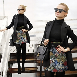 Daria Darenia - H&M Black Turtleneck, Vintage Black Vest, Asos Glasses, Thetwiggyshop Wool Skirt, Natalex Overknee Boots - COLORFUL SKIRT