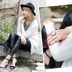 Lavie Deboite -  - Leatherpants and grey sweater