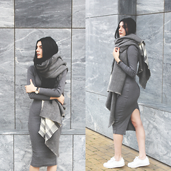 CLAUDIA Holynights - Asos Scarf, Yyw Ribbed Grey Dress - Cozy scarf
