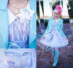 Kammie Pomeranian - Angelic Pretty Dreamy Girl Jsk High Waist Lavender ハイウエストジャンパースカート, Swimmer Radio Bag, Angelic Pretty Heart Cream Necklace White ハートクリームネックレス, T Matore's Cute N' Fuzzies, Maniaq Kitty Tights Lavender ほわねこ, Forever 21 Mint Biker Jacket, Dream V Mint Boots - Mint & Lav Dreamy Guh