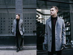 Luke Kuleta - Lavard Grey Coatr, Asos Burgundy Sweater - Grey coat