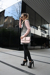 Sonja Kovac - Valentino Bag, Topshop The Sleeveless Coat, Christian Dior Sunglasses, Zara Booties - THE SLEEVELESS COAT