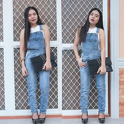 Sarah Rizaga - Style Moi Light Wash Overalls With Rips - Denim Dungaree