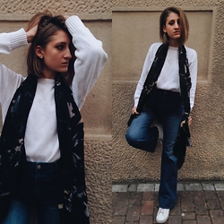 Greta I. - Tommy Hilfiger White Sweater, H&M High Waisted Jeans Flares - Reality - Lost Frequencies
