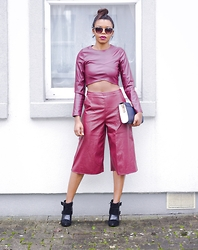 The Chic Medic -  - Groovy in Burgandy