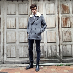 Matthias C. - Asos Fake Fur Collar Peacoat, Lee Dark Skinny Jeans - Sheep Like #StayWarmLB