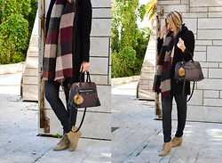 "Sabina B. - Stradivarius Scarf, Zara City Bag - The ""I have nothing to wear"" one."