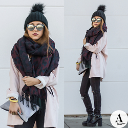 Diana Manolova - Pimkie Hat, H&M Scarf, Pimkie Mirrored Lens Sunglasses, Pimkie Clutch, Zara Black Ripped Jeans, Stradivarius Pastel Pink Blazer, Inshoes High Heeled Ankle Boots - Winter Reflections